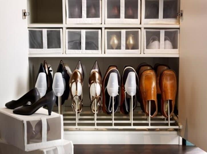 111 - Gak Cuma Rapi, 12 Inspirasi Penyimpanan Sepatu Anti Mainstream Ini Bisa Bikin Ruangan Tampak Lebih Indah