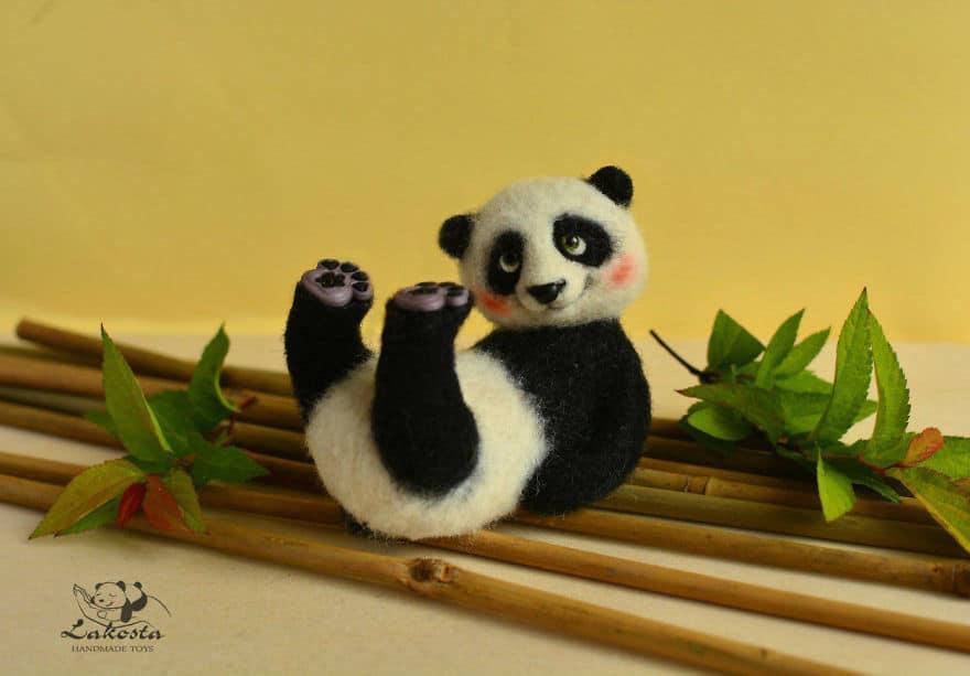 20 Cutest Felted Toys Ever By LaKosta 59b2b3be6fb50 880 - Cute Banget, Kamu Pasti Gak Nyangka Kalau 18 Miniatur Hewan Ini Dibuat dari Kain Wol