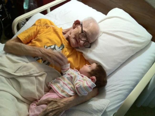 270055 y 2a34863c 650 44061ff61b 1484634026 - 18 Foto yang Bakal Meluluhkan Hatimu Ini Menunjukkan Indahnya Kasih Sayang
