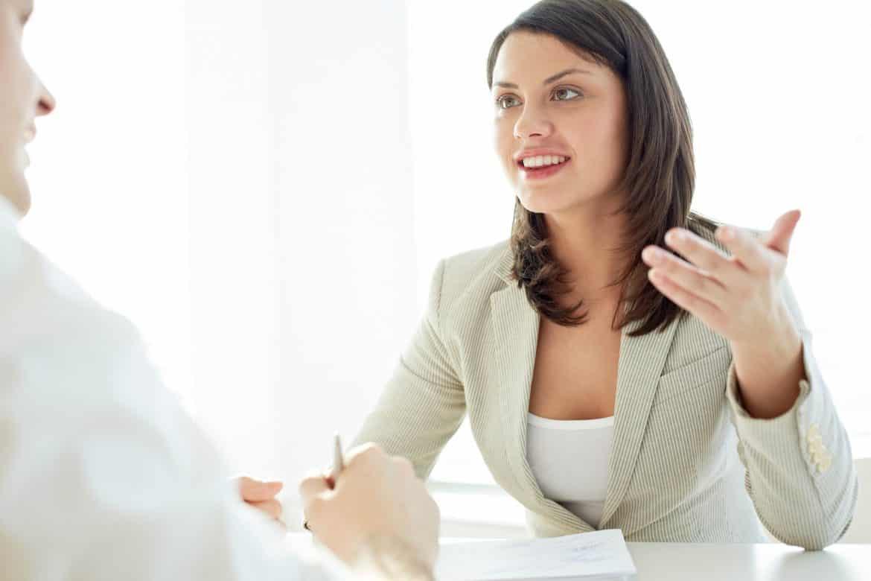 4_Body_Language_Mistakes_During_Interviews_gesture Agar Komunikasi Semakin Lancar, 4 Bahasa Tubuh yang Buruk Ini Sebaiknya Kamu Hindari