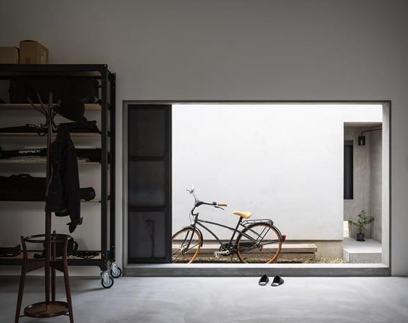 5a2f56c13dfbb_house-for-a-photographer-3a Meski Lahan Terbatas, Rumah Bisa Terlihat Fotogenik dengan 9 Inspirasi Desain Minimalis Ini