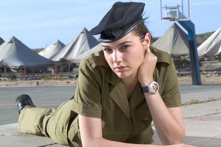 """Gal Gadot Israeli Army Image for InUth - Belajar Jadi """"Wonder Woman"""" dari 9 Fakta Mengejutkan tentang Gal Gadot"""