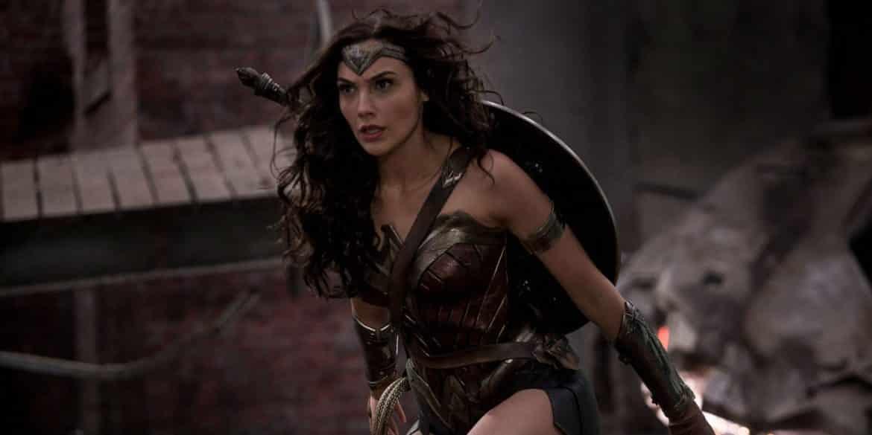 """Gal Gadot as Wonder Woman in Batman v Superman Dawn of Justice - Belajar Jadi """"Wonder Woman"""" dari 9 Fakta Mengejutkan tentang Gal Gadot"""