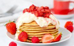 Strawberry Cheesecake Pancakes 2 240x150 - Bikin Waktu Buka Puasa Jadi Lebih Manis dengan 6 Resep Istimewa Serba Strawberi Ini