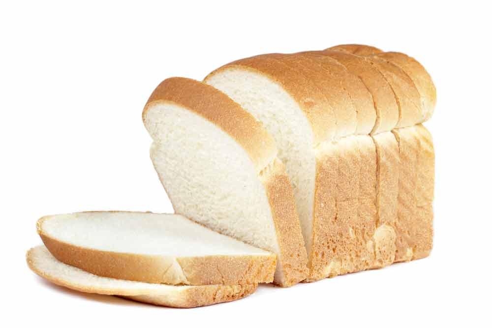 5. Roti tawar yang sudah expired bisa dimanfaatkan untuk membersihkan sidik jari dan debu yang menempel di kaca