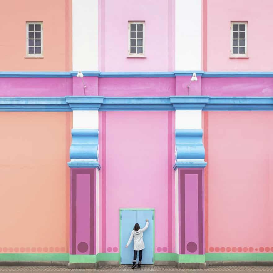 aesthetic architecture photography traveling daniel rueda anna devis 12 595cb56cbfdbd 880 - Kece Banget! Kerennya Paduan Seni & Arsitektur Menghasilkan 20 Foto dengan Latar Menakjubkan Ini