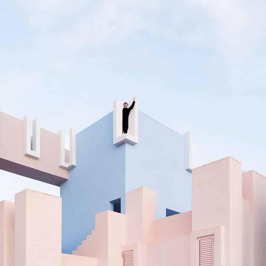 aesthetic architecture photography traveling daniel rueda anna devis 3 595cb55a03c8b 880 - Kece Banget! Kerennya Paduan Seni & Arsitektur Menghasilkan 20 Foto dengan Latar Menakjubkan Ini