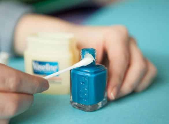 blue nail polish and vaseline - Sangat Bermanfaat, 13 Kegunaan Rahasia Vaseline untuk Peralatan Rumah Ini Perlu Kamu Tahu
