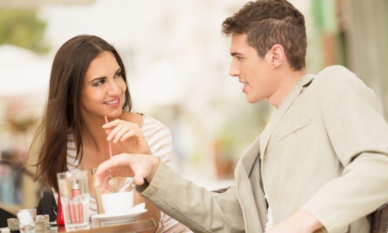 couple on a date - Tanpa Terucap Melalui Kata-kata, 7 Bahasa Tubuh Ini Mewakili Perasaan Suka, Lho!