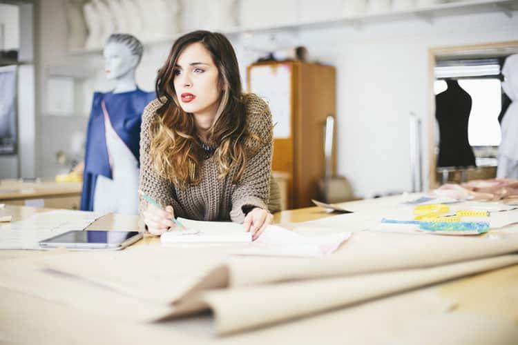 creatity woman - Buat Masa Muda Lebih Indah dengan 6 Hal Berguna untuk Sekaligus Menyiapkan Masa Depanmu