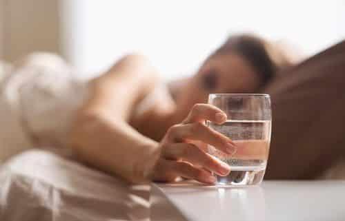 dst drink water 500x321 - Dengan Melakukan 6 Hal Ini di Pagi Hari, Bisa Bikin Kamu Jadi Lebih Fresh!
