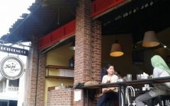 kedai roti gempol dan kopi anjis bandung 160520073216 233 240x150 - Asyiknya Nongkrong Seru di 5 Tempat Ngopi Paling Unik di Bandung Ini