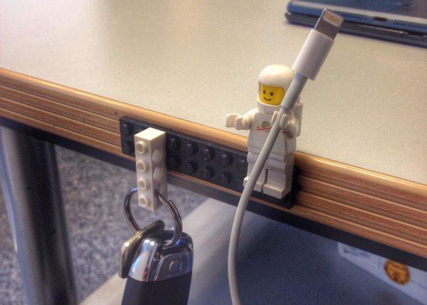 10. Sering Lupa Menaruh Kunci? Kamu Juga Bisa Gunakan Lego Untuk Meletakkannya. Unik Banget, Kan?