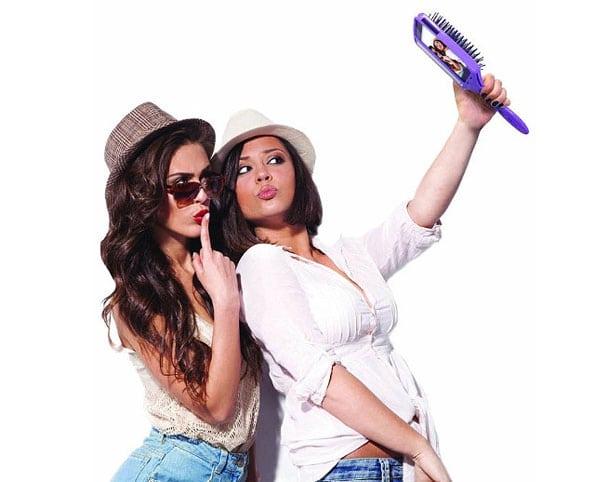 selfiebrush-1 Terlalu Sering Selfie dalam Sehari, Hati-Hati dengan Gangguan Psikologis Ini