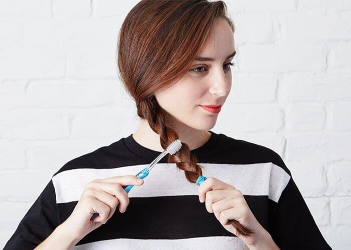 toothbrush beauty hacks texture braid - Jangan Buang Sikat Gigi Bekas, Kamu Bisa Menggunakannya Kembali untuk 13 Hal Bermanfaat Ini