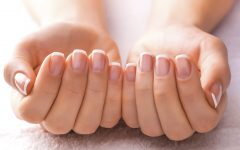 woman with great nails 0 240x150 - Jari Tangan Ternyata Bisa Mengungkap Kepribadian Tersembunyi, Lho. Cek di Sini, Yuk!
