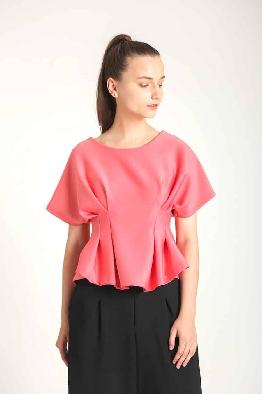 wulf i java top merah muda 3931803 1 36109 - Bosan Baju Lebaran Warna Putih? Coba 11 Blouse Berwarna Pastel di Bawah 250 Ribu Ini!
