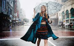 What To Wear When It Rains Outfit Ideas Street Style 21 240x150 - Tetap Tampil Fashionable di Musim Hujan dengan 4 Trik Smart Ini