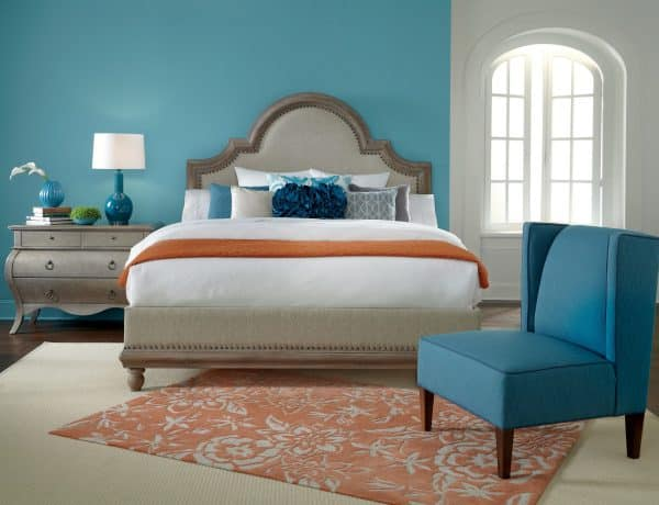 Bright-bedroom-design-with-light-blue-accent-wall-color-and-orange-floral-rug-ideas-600x460 Rimma.co - Smart is the New Chic