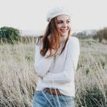 pale skin copper hair redhead girl hairstyle white beret hat cable knit turtleneck cashmere sweater outfit vintage levis jeans denim thrifted fashion inspiration streetstyle photography orig 150x150 - Rimma.co - Smart is the New Chic