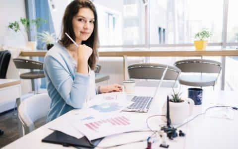 Gak Sempat Malas-Malasan, 7 Benda Unik Ini Bisa Bikin Moodboster dan Mempermanis Tampilan Meja Kerjamu